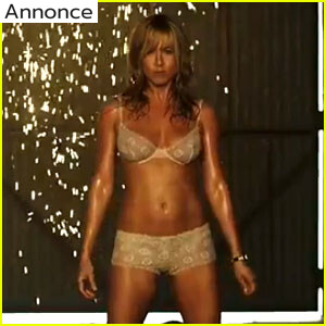 jennifer-aniston-strips-to-lingerie-in-were-the-millers-trailer